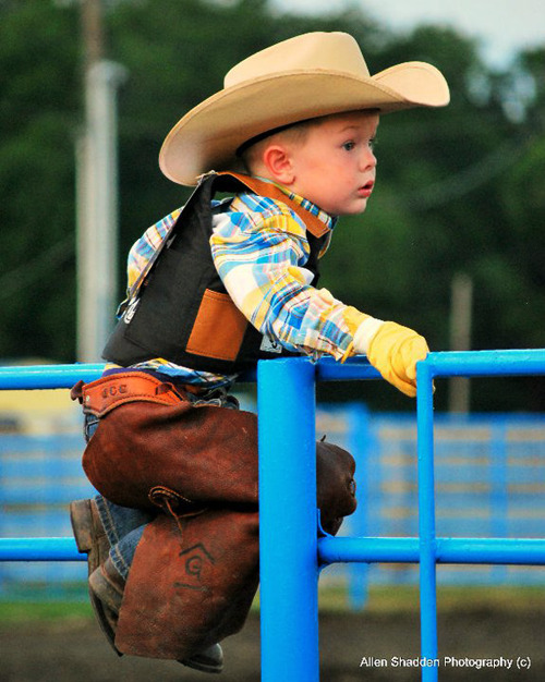 That has to be the cutest thing I have ever seen. My future son shall look like that <3