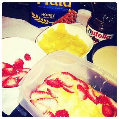aaymissivyy:  super relaxing :] @paulinebiancacq  cake in progress right here