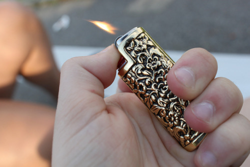 c-h-e-a-p-t-h-r-i-l-l-s:  want this lighter so bad