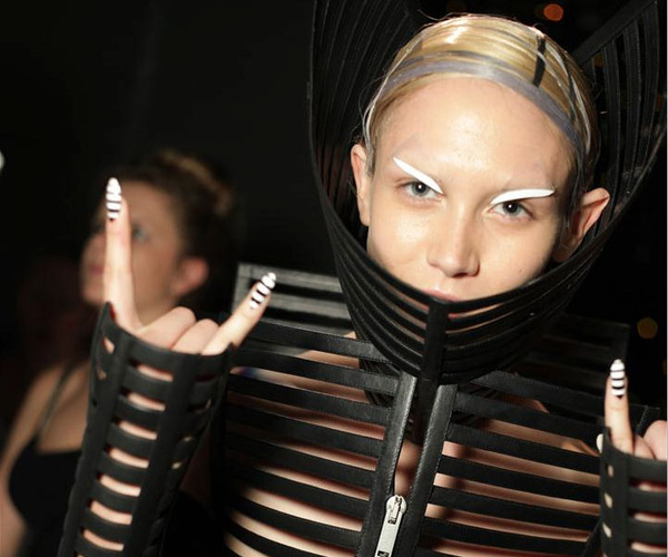 "The ""makeup,"" nails and clothes were all very interesting at Gareth Pugh…she looks like a space warrior? More pics through link! (via Gareth Pugh Beauty, Paris Fashion Week S/S 2012)"