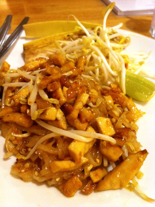 Thai food: Vegetarian season(2) Pad Thai in vegetarian version. Normally, we will have dried shrimp and shrimp in Pad Thai but we took it out and replaced with a lot of fried tofu. We call Vegetatian food in Thai that 'Jay Food' means no meats and all products from animals at all so egg or milk are prohibited.