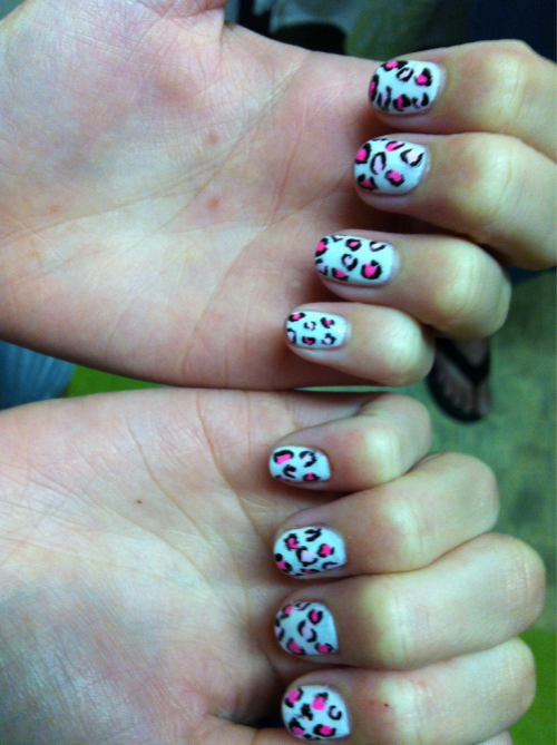 My boyfriends sisters nails I did for her :))