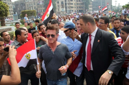 US actor Sean Penn walks with Egyptian actor Khaled al-Nabawi as they join Egyptian protesters in Cairo's Tahrir Square on Friday during a mass rally to reclaim the revolution amid anger over the military rulers' handling of the transition.[AFP Photo]