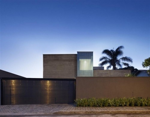 fuckyeahinteriordesigns:  Contemporary Residence In Brazil Of A Powerful Design Impact