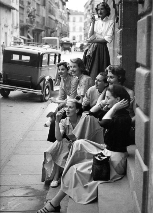 frankie-machine:   Fashion models rest on a street corner, by Milton Greene, Italy, 1951