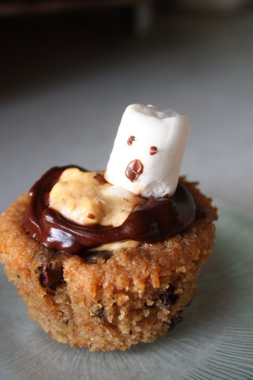 365daysofhalloween:  Vegan Pumpkin S'mores Cupcakes from New Veganing Graham cracker cupcakes  1/2 cup flour (I used whole wheat pastry flour) 1 1/2 cup graham cracker crumbs 2 tsp baking powder 1 tsp salt 1 tsp cinnamon 1/2 cup Earth Balance (or other veg butter sub) 3/4 cup sugar 1/4 cup applesauce 1 powdered egg replacer 1 tsp vanilla 1/2 cup milk + 1/4 cup soy yogurt 1 cup choc chips Combine the first five ingredients. Cream the veg butter with sugar until well mixed, then add in the applesauce and egg replacer (quick note: This is something I usually try to ensure fluffy, moist cakes: I split up my egg replacers. My fav egg replacer is usually applesauce (1/4 cup applesauce = 1 egg), but I've found that if I add applesauce in addition to the powdery egg replacer it covers up the chalky taste I find that stuff has but still binds everything together really well. The applesauce adds that little bit of moisture. I've tried it with a couple of different cakes and am always really happy with how it turns out. Feel free to use your own egg replacer in this recipe.) Add in the vanilla. Mix together the milk and soy yogurt until well combined, then add this into the butter/sugar mixture. Add in the dry ingredients and mix until just combined. Finally, add in the choc chips. Pour the cupcakes into liners or a greased muffin pan and bake at 350 degrees for about 20 minutes (depending on your oven). Pumpkin Marshmallow Cream 1 1/2 cup Dandies Marshmallows (vegan marshmallows) 1/2 cup canned pumpkin 1/2 tsp soy milk 1 tsp sugar 2 tsp pumpkin pie spice Our current house has a microwave - something I haven't used in years (I've pretty much been a baking luddite). I'm slowly figuring out how to incorporate it in my baking process, which I was able to do with this step; I microwaved the marshmallows. I did it in short blasts of 10-15 seconds and stirred them together in between until they became creamy and gooey. Then I added in the other ingredients and stirred until combined. I popped the mixture in the microwave one more time because as it cooled the marshmallows wanted to solidify back together. I spooned dollops of the pumpkin marshmallow on top of the cooled cupcakes. I had a few choc chips left, so I melted them with a smidge of Earth Balance (in the microwave!) and drizzled the 'icing' around the marshmallow. Next time I'm planning on spreading the marshmallow cream all over the cupcake and covering all of it with some more chocolate. I'm also pretty excited to make this into a cake vs a cupcake. I envision a marshmallow cream middle layer and chocolate icing all over it.  LKAJFLKAJSFLKAjsflkasf