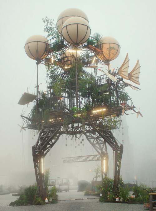 Aeroflorale II by La Machine A steampunk sculpture masterpiece erected in Dessau, Germany. Oh great, the Tripods are walking. Well good game, Earth, we had a good run. (via: frashier.de, lickypickystickyfree)