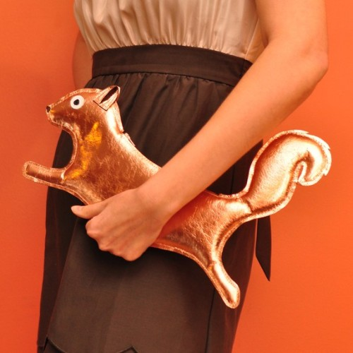 thingsmissfrizzlewouldwear:  Squirrel purse.  again ABBEY!