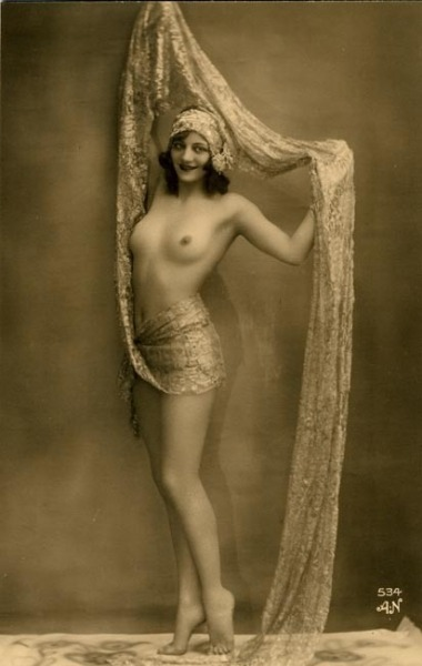 1920s erotic photo of a follies girl