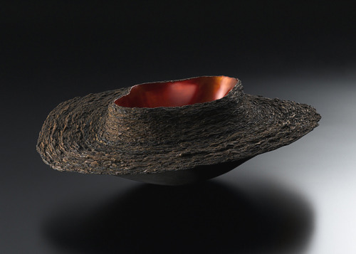 "Fujita Toshiaki: Layered Form 3, 2004, Urushi, gold leaf, earth powder, 24"" x 20"" x 7""(h), Photo: Takahashi, Noboru / Keiko Gallery - Japanese artists"