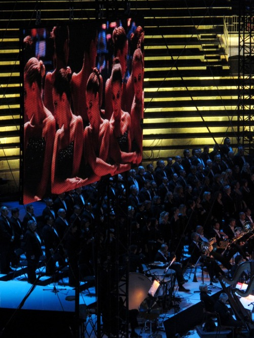 beautiful-shapes:  Opera on Ice Hot Shivers with the Arena choir and orchestra