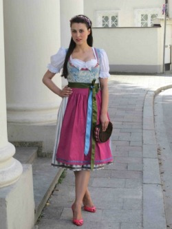 (via Amsel Fashion für Ludwig Beck | Dirndl Magazine)