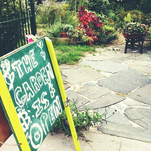 Tempting, isn't it. Well, come on in! #summitstreet #communitgarden #urbangarden #urbanlove #naturalbeauty  (Taken with Instagram at Summit Street Garden)