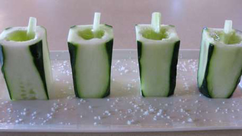am-neubs:    DIY Cucumber Shot Glasses | Lifehacker WHAT.