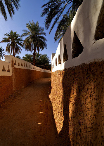 In the streets of Ghadames, Libya (by Eric Lafforgue)