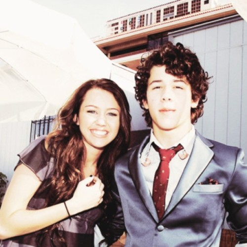 #mileycyrus #nickjonas #niley adorable instagram)