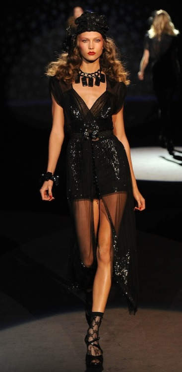 fashiondailymag:  karlie sparkles… | fdmLOVES | getty