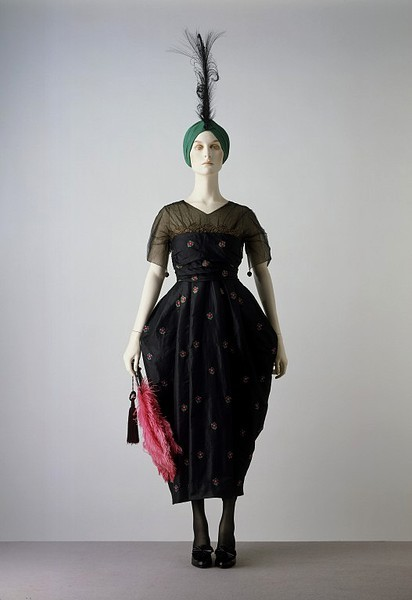 Evening Dress | c. 1916-18 I feel like Rosamund from Downton Abbey would be much obliged to wear this ensemble.