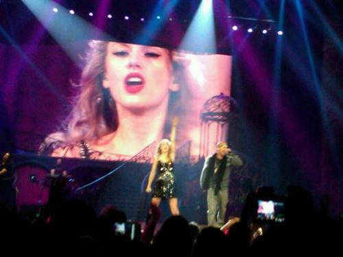 babydontyoubreakmyheartslow:  T.I. and Taylor Swift