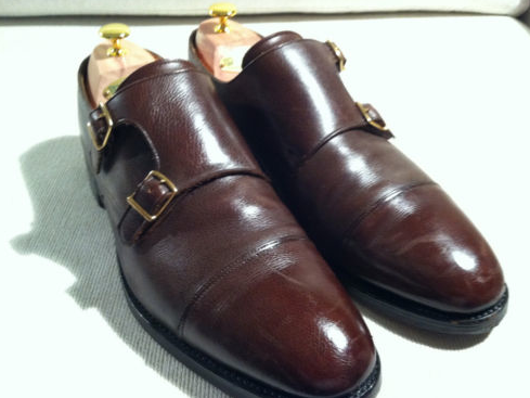 minimalmusings:  It's on ebay.  Grr. Wish it were it my size. John Lobb double monks - size 12.5 US. $370 OBO Really great brown color perfect for fall.  Woah, Lobb dubmonks for under four bills? Please, someone buy these and then acquire all the reblogs worthy of a #menswear tag.