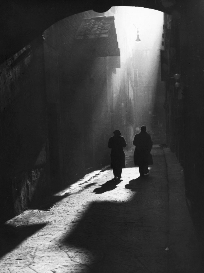 m3zzaluna:  two men walk on a typical little street in florence, 1960 photo by vincenzo balocchi