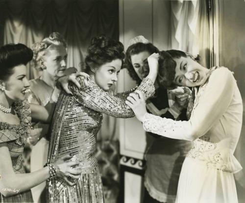 "Susan Hayward and Marsha Hunt in a catfight in ""Smash-up"" 1947"