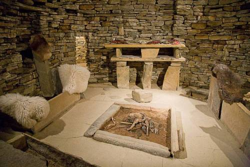 mairieilidh:  thedeerandtheoak:  Skara Brae in Orkney, Scotland (Neolithic village)  I want to go here so badly. Somebody take me please?  Possibly on my list of places to visit while in Orkney!