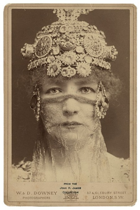 catherinesieck:  Sarah Bernhardt as the Empress of Byzantium Théodora by Sardou