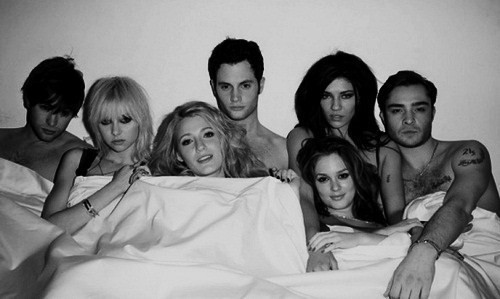 transformerr:  ugh i love gossip girl man ugh i cant stop watching it !  I love gossip girl!