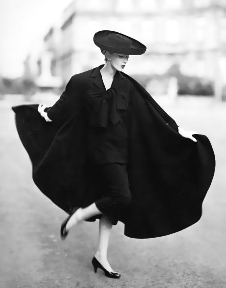 hollyhocksandtulips:  Dovima Photo by Richard Avedon, Paris, 1955