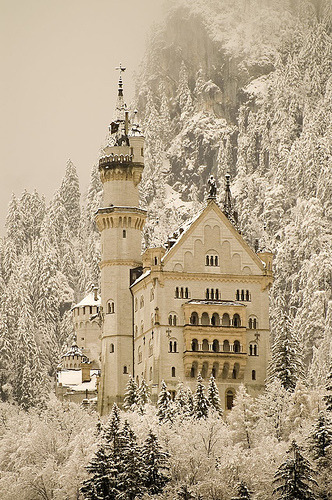 Neuschwanstein castle, Fussen, Bavaria, Germany (by ingirogiro)