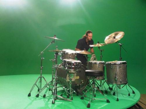 Chad's drums being prepared on a green screen backdrop on the video set for the Red Hot Chili Peppers next single, 'Monarchy of Roses'. The second single from I'm With You will be released on November 14th. Filming begins in Hollywood on Monday!Read more…