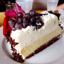 thecakebar:  Grape Vanilla Chocolate Mousse