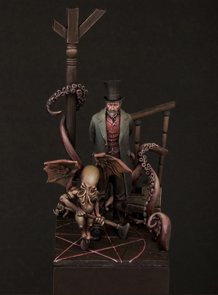 archiemcphee:  The Summoner We love this Lovecraftian miniature expertly created by Cris & Piqui. Want a closer look? Click here. [via Super Punch]