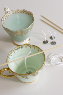 DIY Tea Cup Candles (via Georgica Pond) Great gift idea!