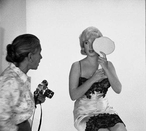 Marilyn Monroe and photographer Eve Arnold