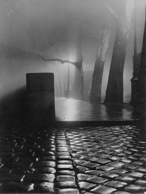 Nicolas Yantchevsky Paris, la nuit, 1953-1956 Thanks to wonderfulambiguity