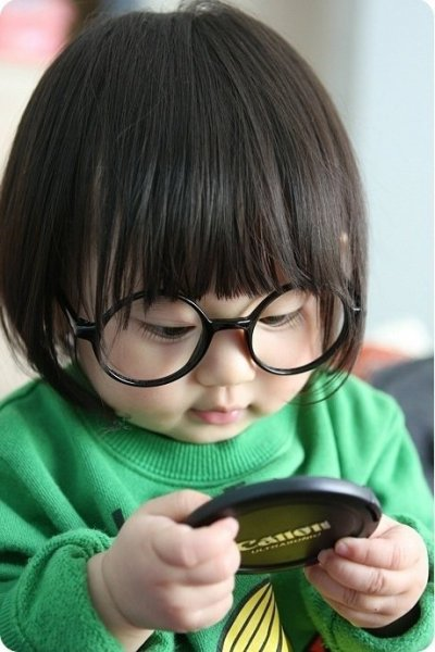 "liquornspice:  jhameia:  wildunicornherd:  ""The little Asian baby in her Harry Potter glasses is delicious!!!"" tweets @Disgrasian. I wouldn't be surprised to find a lightning-shaped scar under those bangs…  NO BITCHES THAT'S BABY EDNA MODE!!!!!!!!!!  AHHHH! *faints*  OMG BABY EDNA WANT TO NOM NOM CHEEKS OMG STOP ME FROM THE CUTE!"