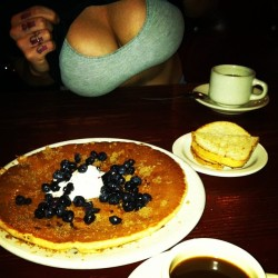 theblondelocks:  Boob-berry pancake at THE GRIDDLE w/ Steve Prue and my #1 Jocelyn Nicole <3