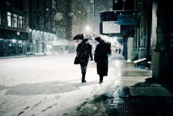 i LOVE this feeling. when you walk down the street while its snowing. everything is the same color its extremely quiet and it just feels like your the only one there. <3