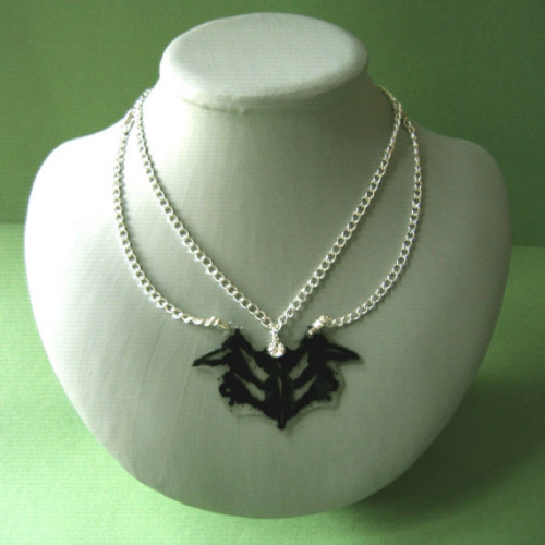 thingsmissfrizzlewouldwear:  Rorschach Necklace