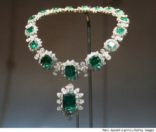 Some diamond and emerald necklace