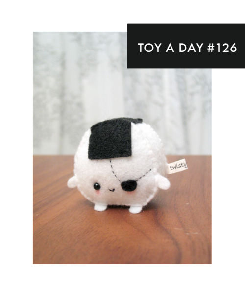 fortheloveoftoys:  A TOY A DAY FROM MY COLLECTION Pirate Onigiri by Twistyfishies on Etsy
