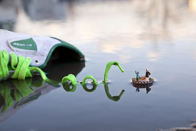 archiemcphee:  Fantastic Voyage, another awesome piece of miniature street art by Slinkachu