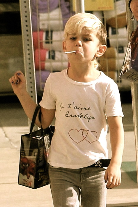 k-i-d-s-k-o-u-t-u-r-e:  srhdult:  Take a look at this kid!  Gwen Stefani has the coolest children!  S  Freakig kid is fierce!!