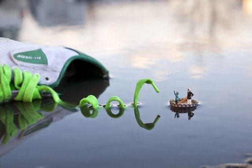 ianbrooks:  Fantastic Voyage by Slinkachu Slinkachu now has a book available for purchase at amazon, detailing all his miniature people in the big city. You're going to be watching where you step from now, arent you? (via: Super Punch)