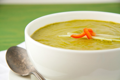 chelseaalysse:  Pump up your Greens 'Creamed' Soup Servings: 4 Ingredients 2 cups spinach leaves 1 avocado 1/2 cup English cucumber 1 green onion 1/2 cup red pepper 1/4 cup vegetable broth 1 clove garlic 1 tbsp braggs soy seasoning 1 tbsp lemon juice pinch chili powder (optional) freshly ground pepper, to taste Click the picture to be taken to the original blog for directions and nutrition information!