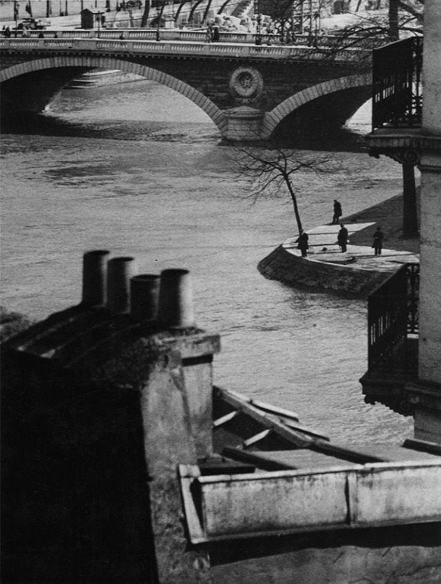 luzfosca:  André Kertész Pont Neuf, Paris, 1929 Thanks to wonderfulambiguity