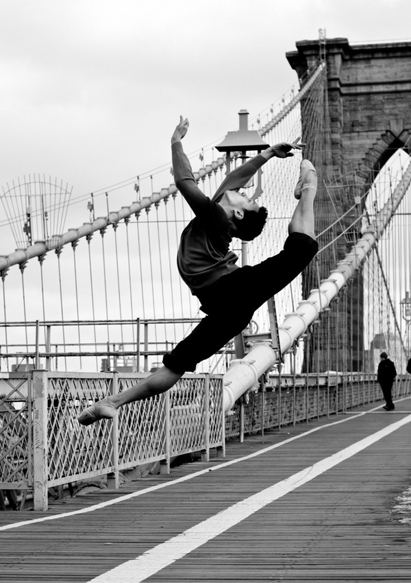 myheartisinnyc:  Dancer on the Brooklyn Bridge By Paula Lobo (photographyserved.com)