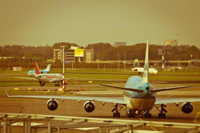 the planes at amsterdam's schiphol airport, from nearest to farthest:KLM 747-406M Easy Jet A320 KLM Fokker F100 (maybe?) Star Alliance (unknown airline) MD-87/90.